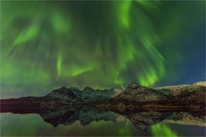travel/southern lightscapes australia/aurora borealis northern lights lofoten peninsular