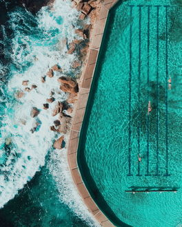 aerial views/bronte beach pool